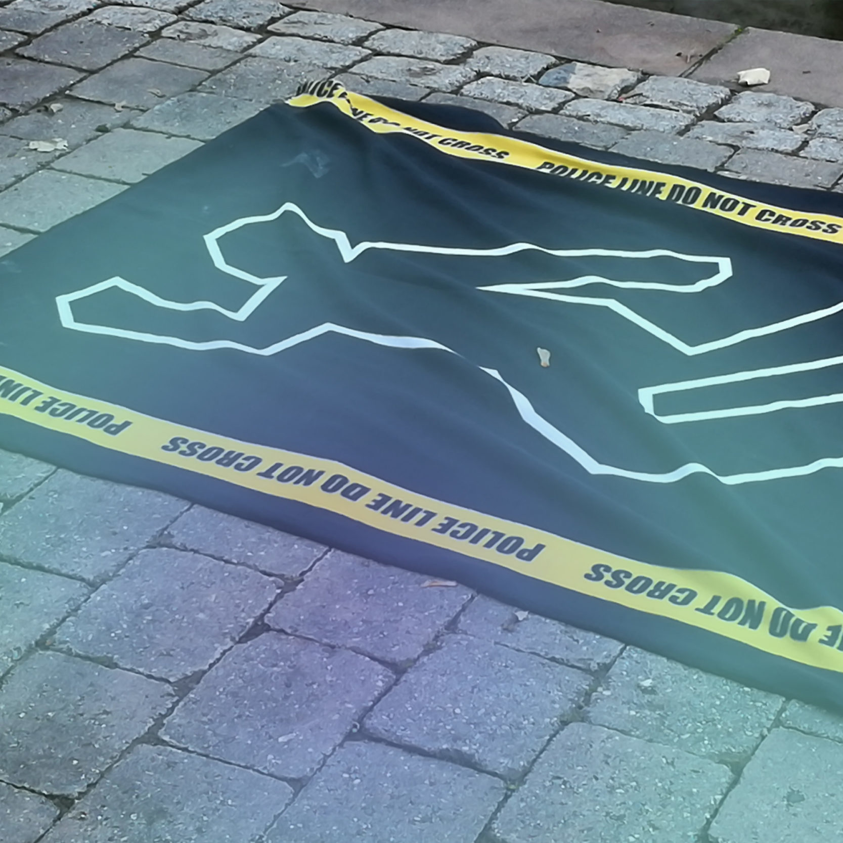 Infocient Teamevent Krimiführung Bild einer Kreidesilhouette am Boden
