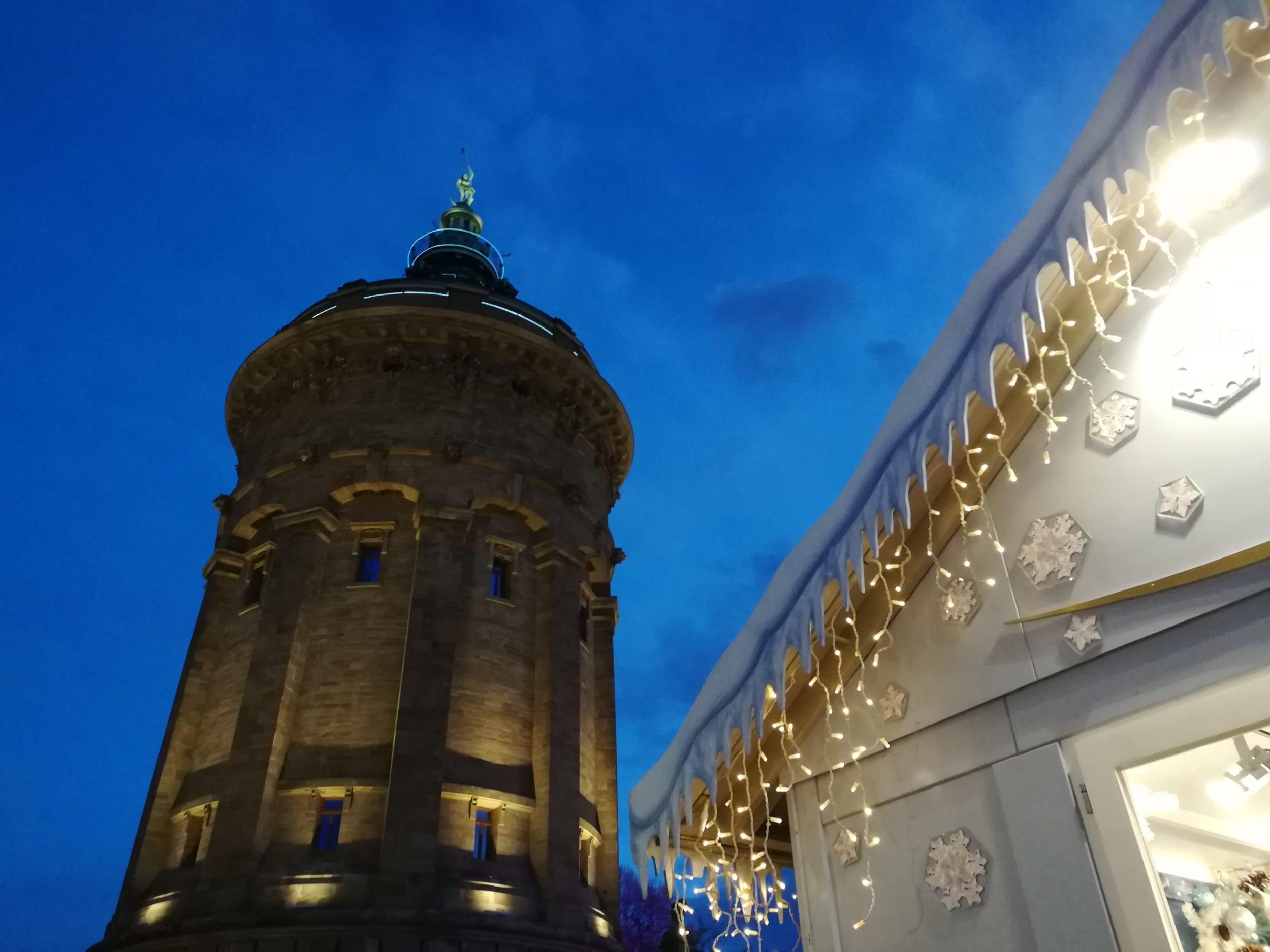 Wasserturm am Mannheimer Weihnachtsmarkt
