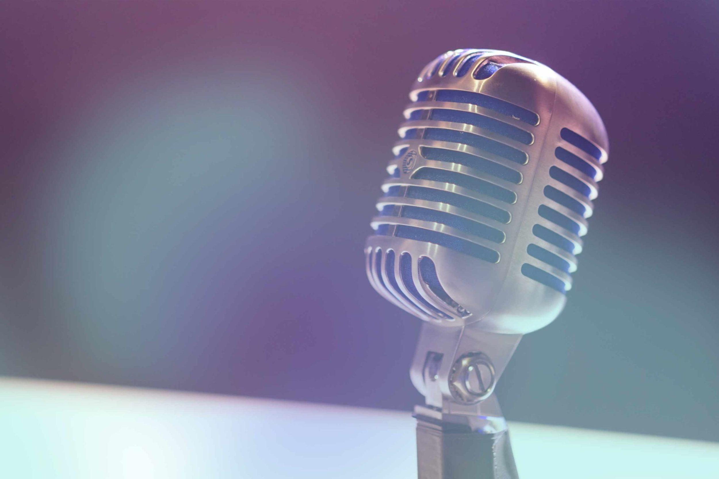 Mikrophon zum Interview mit Armin Elbert und Jochen Weintz