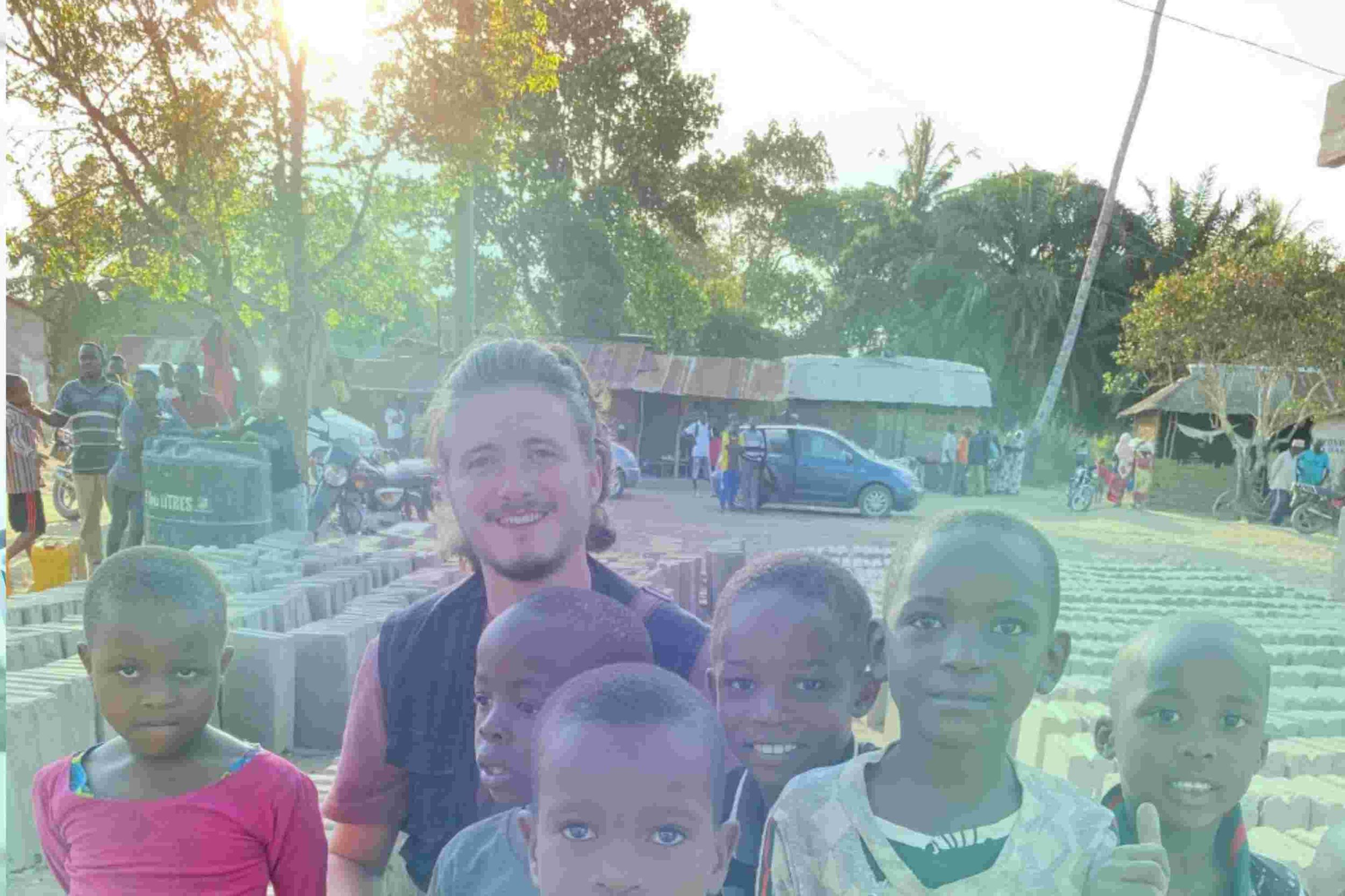 Metin mit Kindern in Tansania
